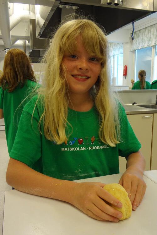 Leipominen on monen osallistujan mielestä hauskinta ruokakoulussa.